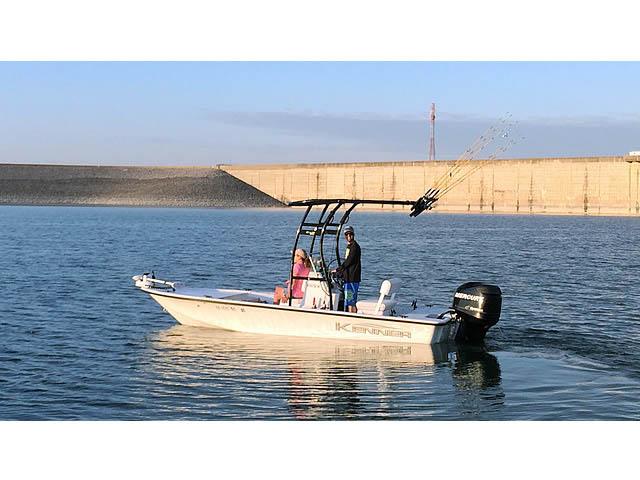 2009 Kenner 180 VX boat t-tops