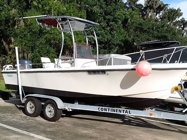 1986 Mako center consol boat t-tops
