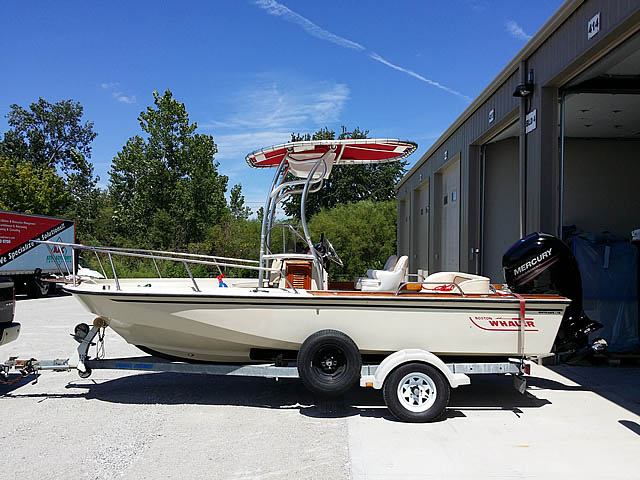 1989 Boston Whaler Outrage boat t-tops