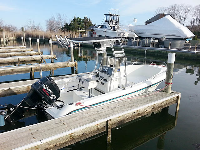 "1995 18'-6"" Wahoo center console boat t-tops"