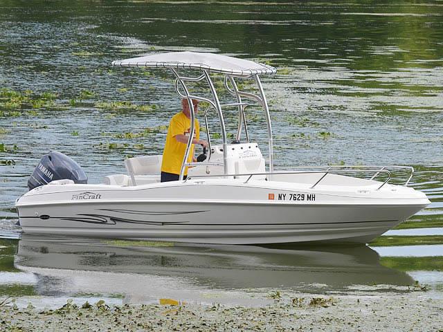 2011 FINCRAFT 19CC boat t-tops