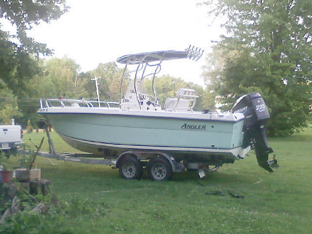 2004 ANGLER 220 CENTER CONSOLE boat t-tops
