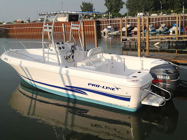 Pro-Line fishing boat t-top