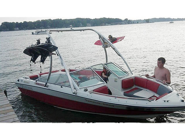 Wakeboard Tower for 1989 Four Winns Freedom installed on 09/30/2014