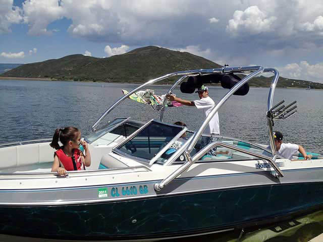 Airborne Tower wakeboard tower installed on 1989 Four Winns Horizon 200 boat