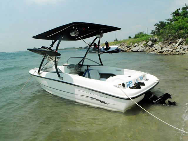 Ascent Tower with Eclipse Bimini wakeboard tower installed on 2005 Bayliner 175BR boat