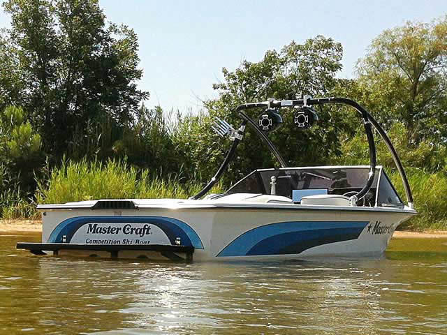 Wakeboard Tower for 1986 Mastercraft ProStar 190 installed on 08/07/2012