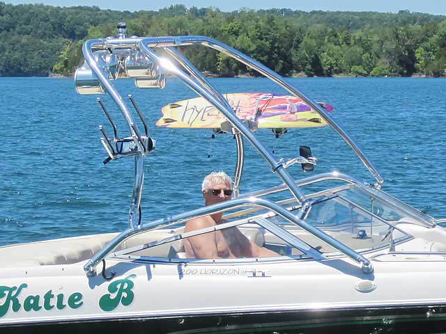 Airborne Tower wakeboard tower installed on 1996 Four Winns 200 Horizon boat